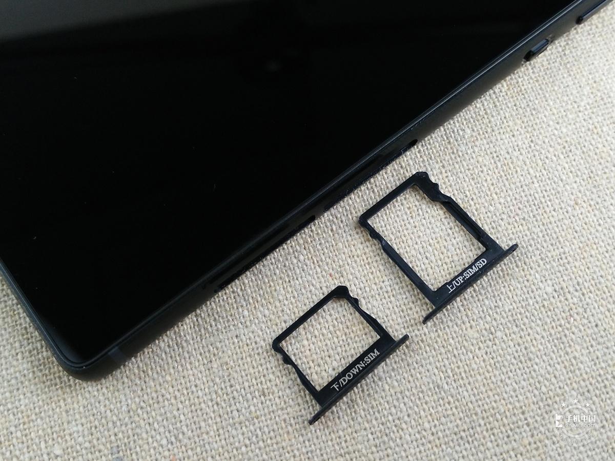 华为P8(双4G高配版)机身细节第6张