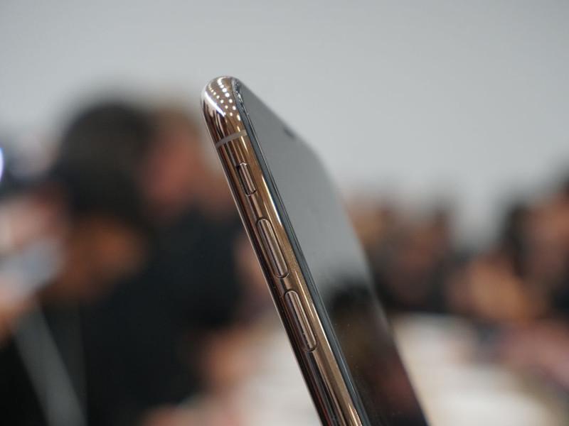 苹果iPhoneXS(256GB)机身细节第2张