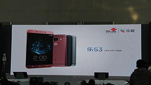 【乐视S3】乐S3采用联发科Helio X20十核处理器,内存配置4GB RAM+64GB ROM,前置800W自拍镜头,后置2100W主镜头,跑分在9W5左右。