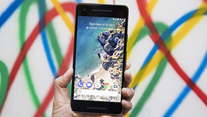 【谷歌pixel2】谷歌正式推出了全新一代谷歌太子手机Pixel 2和Pixel 2 XL,售价分别为649美元和849美元起。两款新版Pixel手机并未采用当前流行的双摄设计,前后都是一枚摄像头,主摄像头为1200万像素,支持OIS光学防抖。